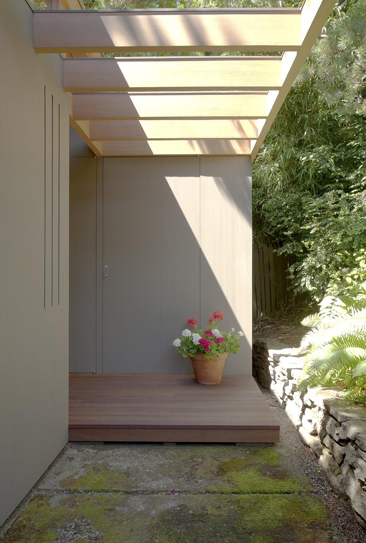 Belluschi teahouse walkway